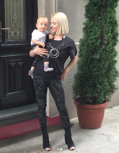 zgodna pevačica Ana Štajdohar sa slatkim sinom Lavom
